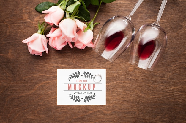 Top view roses and glasses arrangement Free Psd