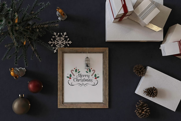 Top view of rustic poster frame mockup with christmas tree, decoration and presents Premium Psd