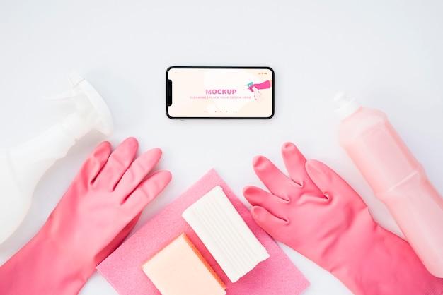 Vista dall'alto di smartphone e guanti per la pulizia Psd Gratuite