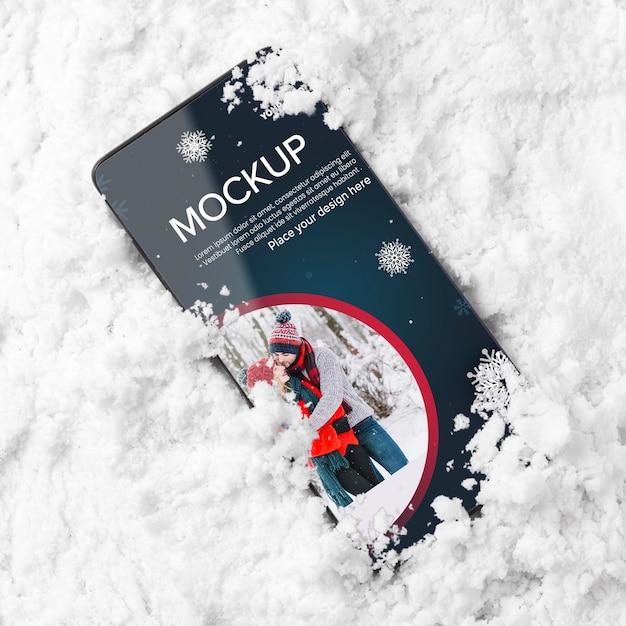 Smartphone vista dall'alto nella neve Psd Gratuite