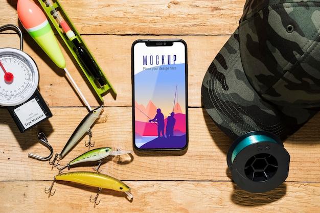 Vista dall'alto di smartphone con esche da pesca Psd Gratuite