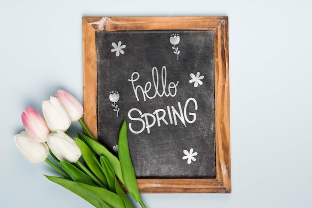 Top view of spring tulips with blackboard Free Psd