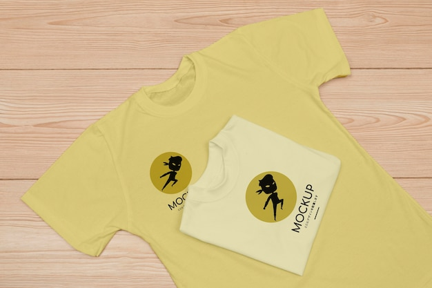 Top view of t-shirt concept mock-up Free Psd