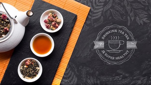 Вид сверху чайник с выбором трав и специй Бесплатные Psd