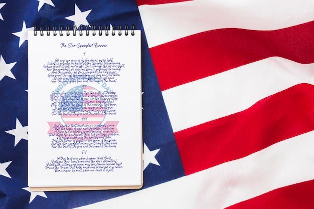 Vista dall'alto bandiera degli stati uniti d'america con mock-up Psd Gratuite