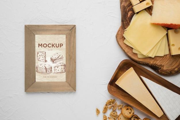 Vista dall'alto di varietà di formaggio con cornice Psd Gratuite
