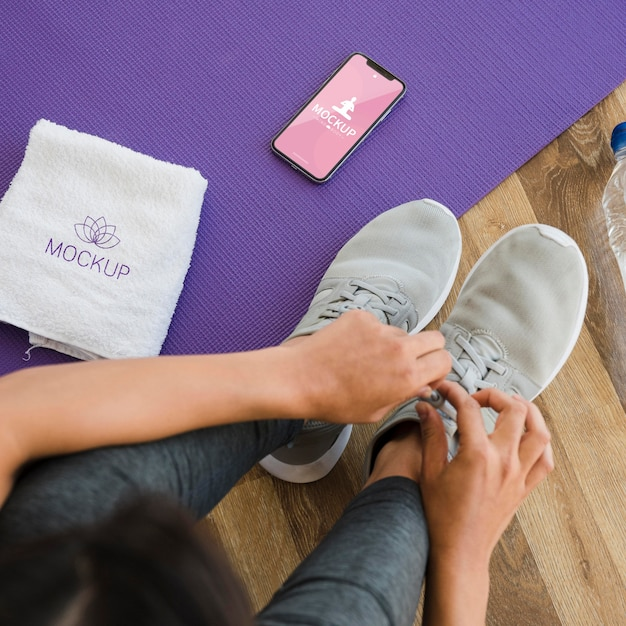 Вид сверху женщина готовится к йоге Premium Psd