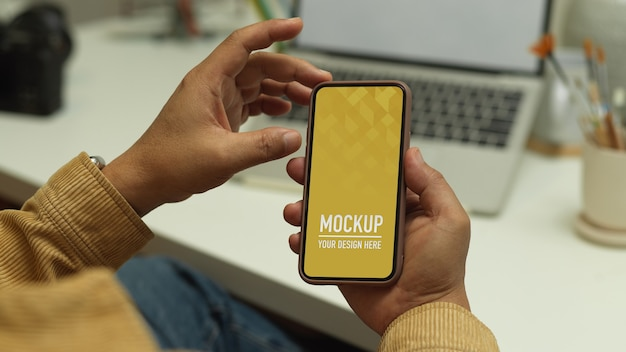 Top view of workspace with phone mockup Premium Psd