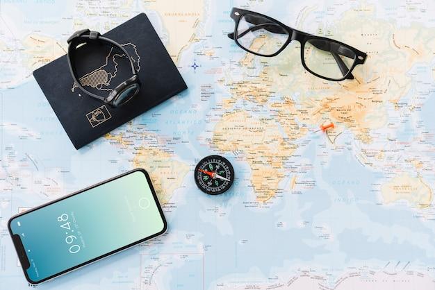 Concetto di viaggio con lo smartphone Psd Gratuite