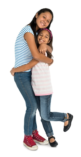 Two asian girl sisters hugging togetherness concept Premium Psd
