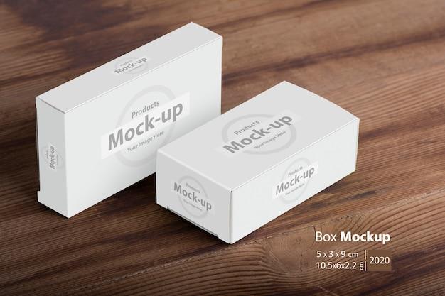 Макет пакетов двух дот на деревянный стол Premium Psd