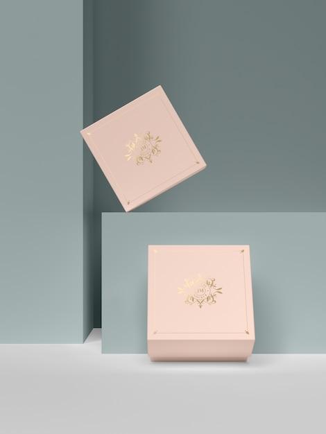 Две розовые шкатулки с золотыми символами Premium Psd