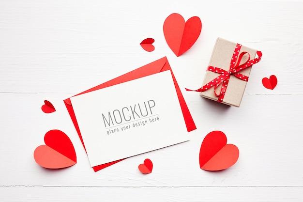 선물 상자와 빨간 종이 마음으로 발렌타인 데이 카드 모형 프리미엄 PSD 파일