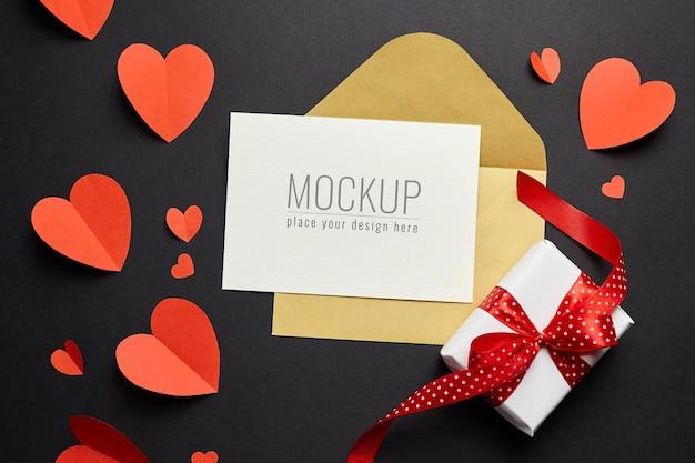 봉투, 빨간 하트와 검은 종이에 선물 상자 발렌타인 데이 카드 모형 프리미엄 PSD 파일
