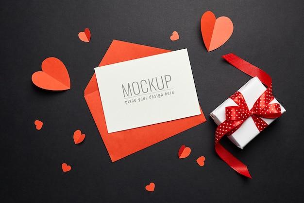 검은 종이에 빨간 봉투, 하트와 선물 상자 발렌타인 데이 카드 모형 프리미엄 PSD 파일