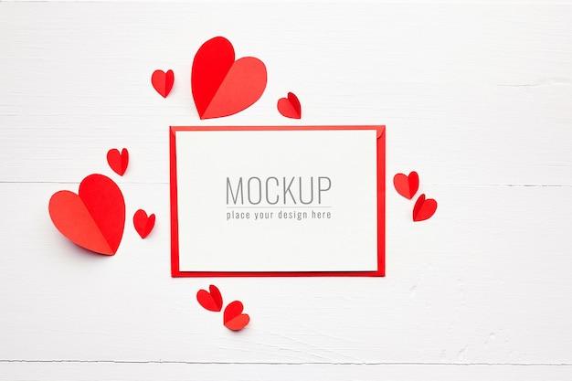 화이트에 빨간 종이 마음으로 발렌타인 데이 카드 모형 프리미엄 PSD 파일