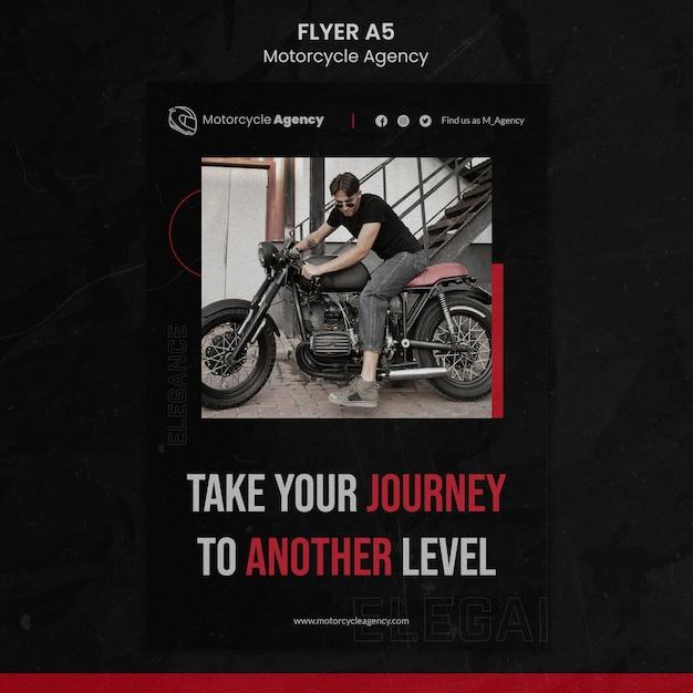 男性ライダーとのオートバイ代理店のための垂直チラシ 無料 Psd