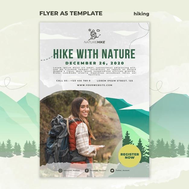 Modello di volantino verticale per escursioni nella natura Psd Gratuite