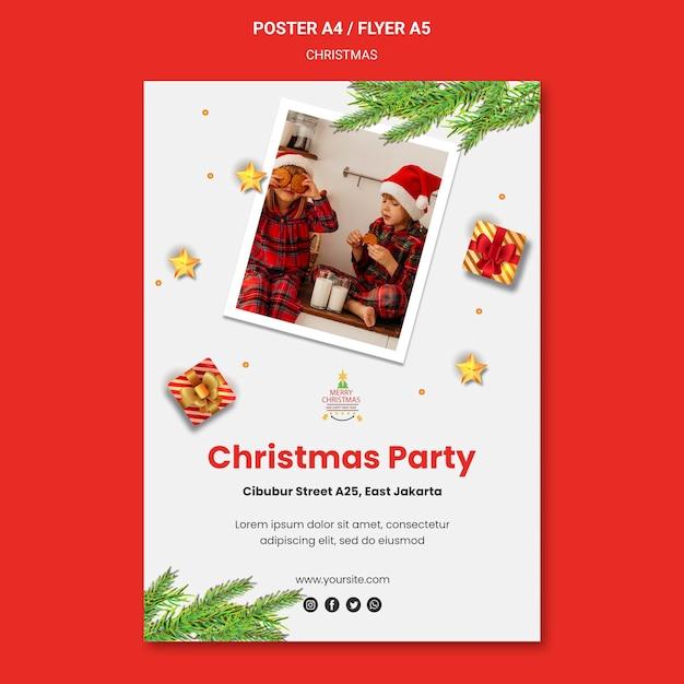 サンタの帽子をかぶった子供たちとのクリスマスパーティーの縦のポスター 無料 Psd
