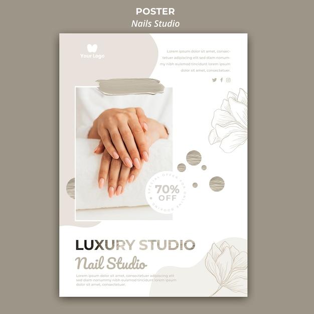 Вертикальный шаблон плаката для маникюрного салона Бесплатные Psd