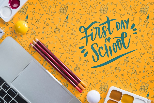 Above view arrangement with back to school items Free Psd