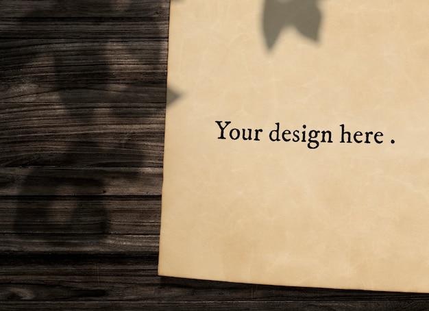 Старинный бумажный макет на деревянном фоне Бесплатные Psd