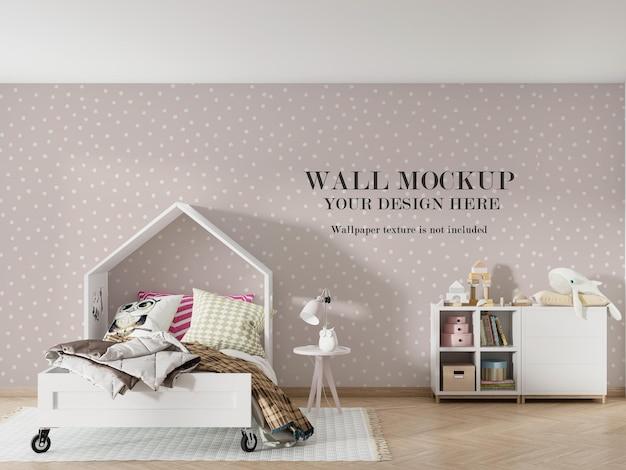 家の形をしたベッドの後ろの壁のモックアップデザイン Premium Psd