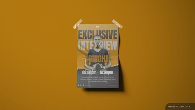 벽 종이는 모서리에 테이프가있는 3d 렌더링의 포스터 목업 디자인을 인쇄했습니다. 프리미엄 PSD 파일