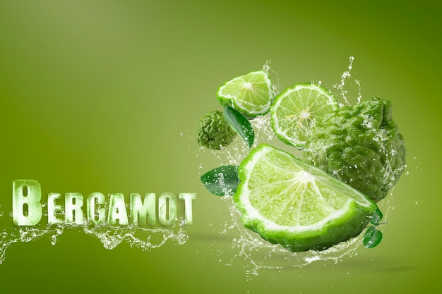 Water splashing on bergamot fruit on green background Premium Psd