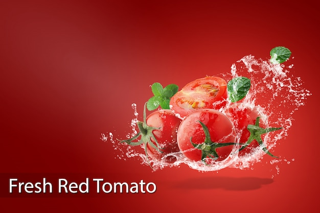 Water splashing on fresh red tomatoes over red background Premium Psd