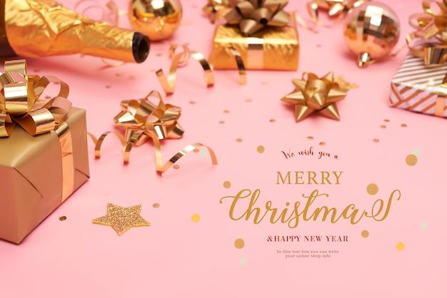 Веб-страница с подарочными коробками и украшениями на столе на рождество Premium Psd