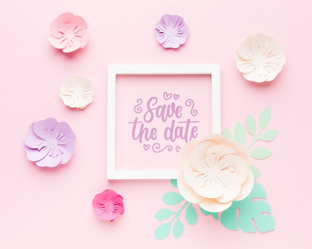 ピンクの背景の紙の花と結婚式のフレームモックアップ 無料 Psd