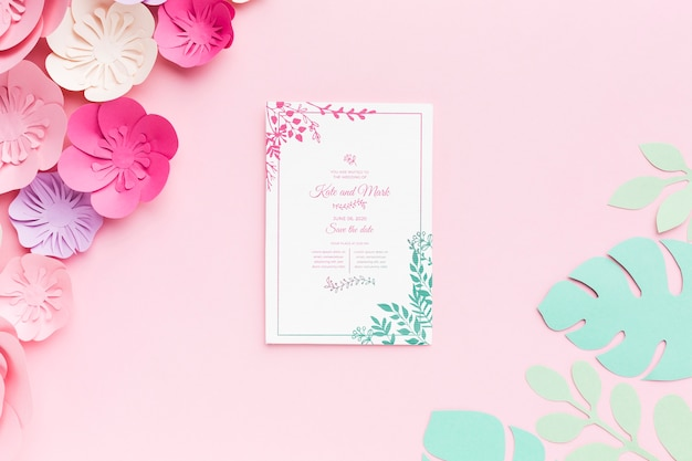 Wedding invitation mock-up with paper flowers on pink background Free Psd