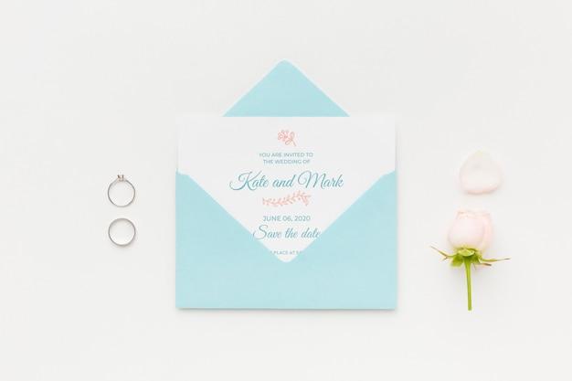 결혼 반지와 꽃과 초대 모형 무료 PSD 파일