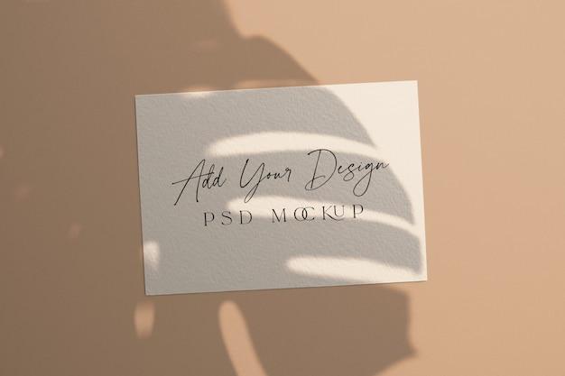 화이트 카드 이랑 그림자 오버레이 몬스 테라 잎 무료 PSD 파일