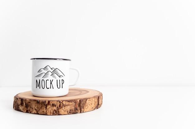 White mug on rustic wooden cut section mockup. Premium Psd