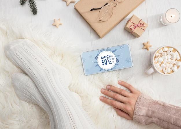 전화 모형으로 겨울 hygge 구성 무료 PSD 파일