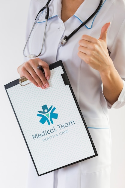 Woman holding clipboard and stethoscope Free Psd