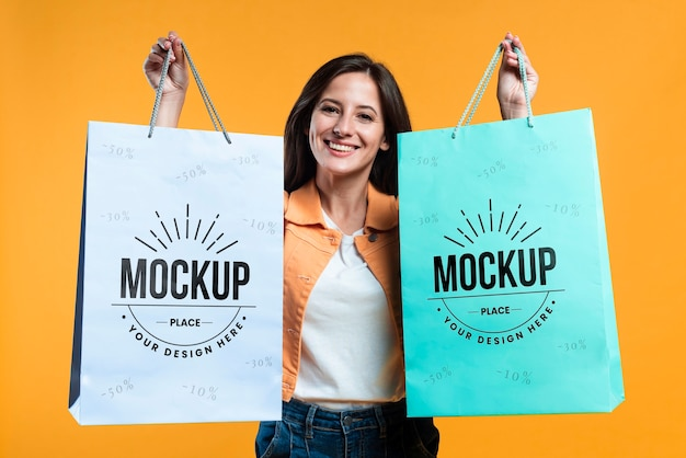 Woman holding shopping bags mock-up Premium Psd