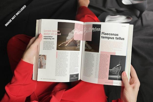 소프트 커버 책 이랑을 읽고 빨간색 여자 프리미엄 PSD 파일