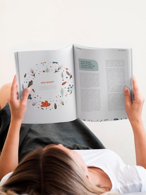 Woman lain down and reading a magazine mock up Free Psd