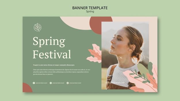 Женщина на улице весной баннер шаблон Бесплатные Psd
