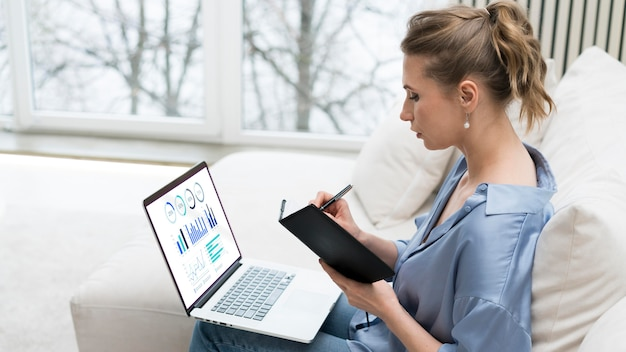Woman remote working on laptop Free Psd
