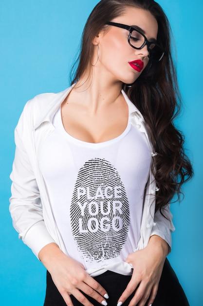 여성 티셔츠 목업 프리미엄 PSD 파일