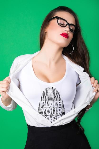 Donna t-shirt mock-up Psd Gratuite