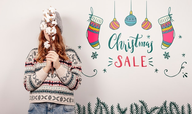 Woman wearing a christmas sweater and christmas sales offers Free Psd