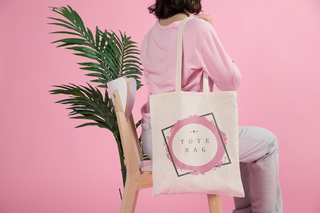Woman with tote bag Free Psd