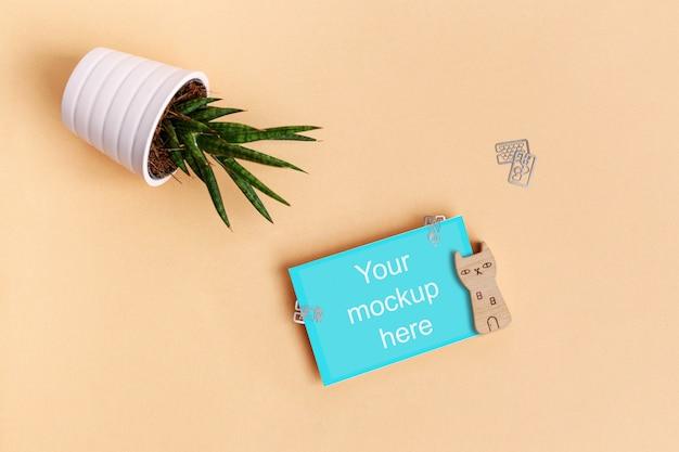紙、クリップ、植物と木の猫 Premium Psd