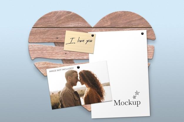Деревянная рамка-сердце для макета листов Бесплатные Psd
