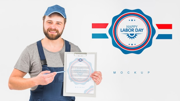 Worker holding clipboard mockup for labor day Free Psd